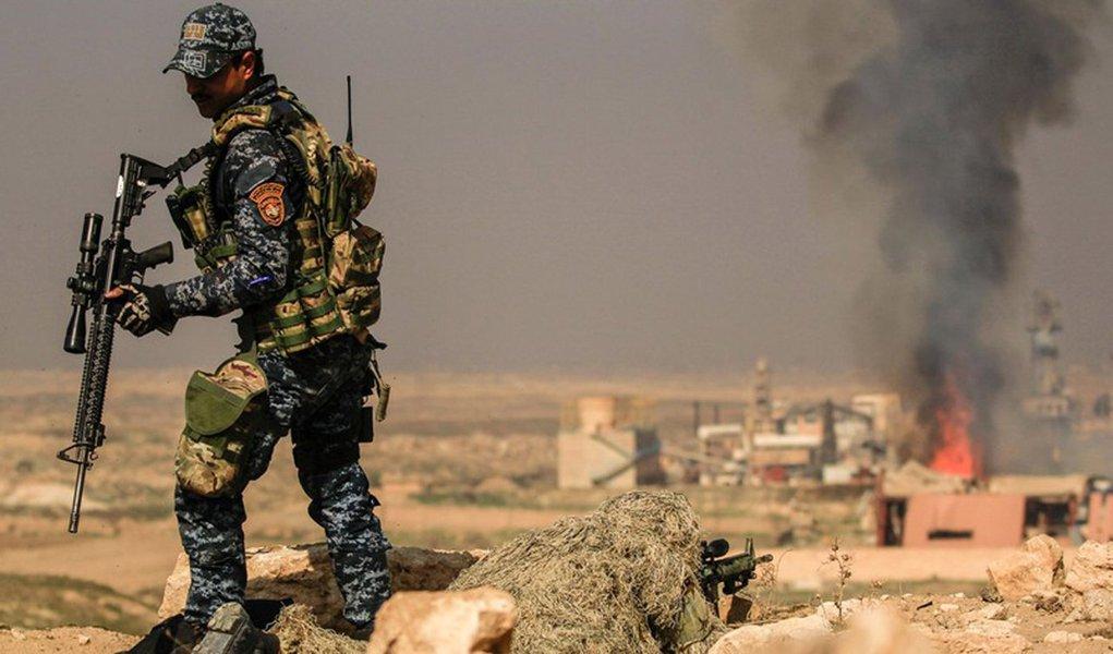 Forças iraquianas apoiadas pelos Estados Unidos obtiveram neste domingo, 26, mais avanços no oeste de Mossul, para tentar tomar o controle de uma ponte que passa sobre o Rio Tigre e que liga a região controlada pelo governo, no leste da cidade, com o centro da ofensiva contra os militantes restantes no outro flanco; se derrotar o Estado Islâmico em Mossul, as forças do governo terão vencido o braço iraquiano do califado