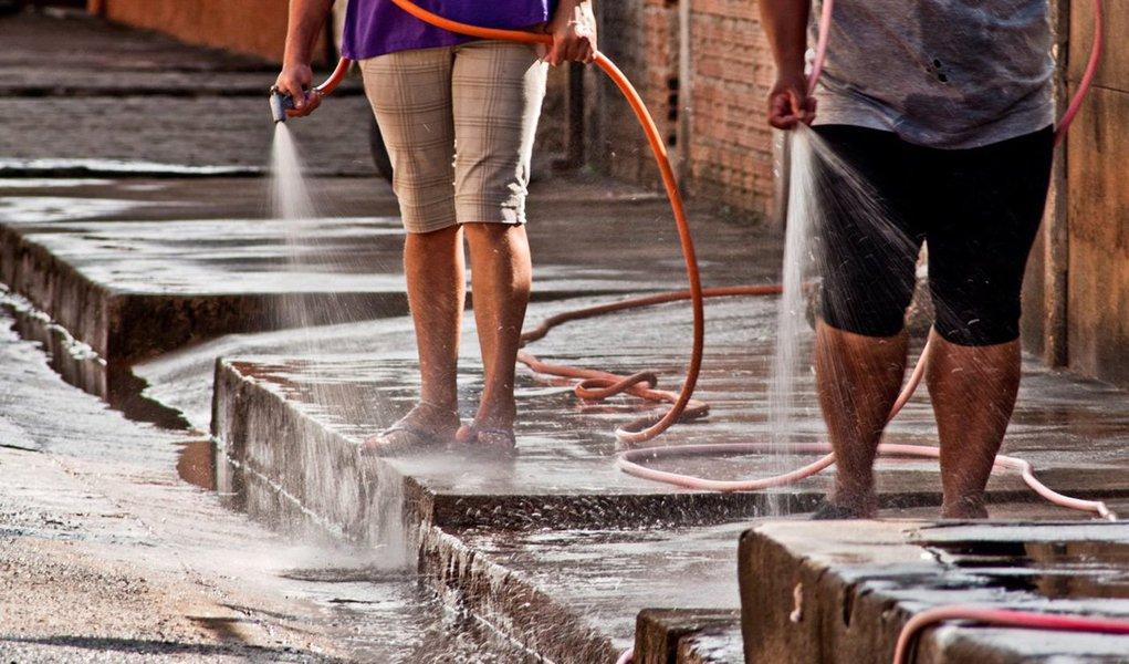 Segundo levantamento realizado pelo Instituto Trata Brasil, Maceió tem um índice de desperdício de 58,64% de toda a água distribuída; capitalde Alagoas está entre as dez cidades brasileiras que mais perdem água; Macapá (AP) ocupa o primeiro lugar no Indicador de Perdas na Distribuição (IPD); na outra ponta, Limeira (SP) aparece como o município brasileiro que menos desperdiça