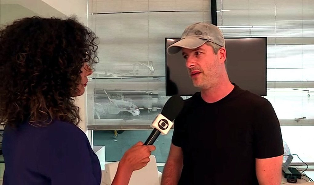 """No Fantástico, da TV Globo, o cantor sertanejo se recusou, porém, a responder às perguntas feitas pela repórter, segundo ele """"para não expor a família""""; """"Eu jamais agrediria alguém na minha vida, muito menos minha esposa, que está grávida do João"""", disse"""