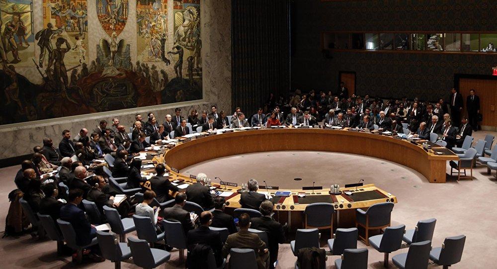 Conselho de Segurança das Nações Unidas votou nesta terça-feira uma resolução de introdução de sanções contra a Síria. A Rússia e a China usaram o seu poder de veto para bloquear o projeto; projeto de resolução foi proposto pelos Estados Unidos, Reino Unido e a França e visava introduzir sanções contra 11 individualidades sírias e 10 empresas ligadas alegadamente a ataques químicos durante toda a guerra, que já matou cerca de 310 mil pessoas desde 2011