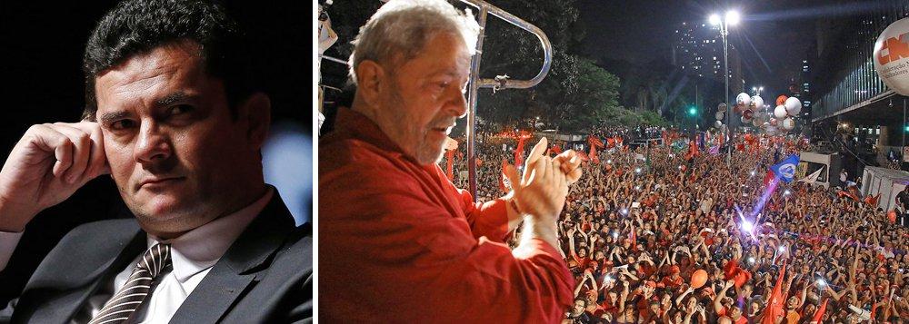 """O número foi levantado pelo Instituto Paraná Pesquisas, com exclusividade, para o 247; """"é um percentual extremamente alto, que revela que até não eleitores de Lula enxergam exageros contra ele"""", diz Murilo Hidalgo, diretor do instituto; o percentual é maior no Nordeste, onde 50,6% da população considera Lula alvo de perseguição; advogados do ex-presidente já foram às Nações Unidas para denunciar que Lula vem sendo alvo de """"lawfare"""", uma estratégia de guerra que usa meios de comunicação e Poder Judiciário contra os inimigos; se as eleições presidenciais fossem hoje, Lula seria eleito presidente, mas as oligarquias brasileiras pretendem impedi-lo com condenações em primeira instância, por parte do juiz Sergio Moro, e depois no Tribunal Regional Federal"""