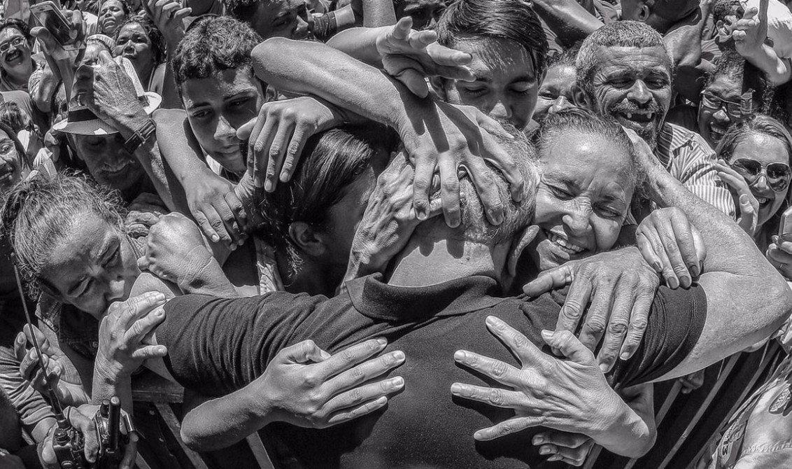 """Esse Romero Jucá é de fato um sábio. Ele avisou que Teori era complicado, mas que com Temer na presidência dava para construir """"um pacto nacional com Supremo e tudo."""" É esse o pacto. E ele certamente vai ficar cada dia mais transparente aumentando a saudades do povo pela volta de Lula"""