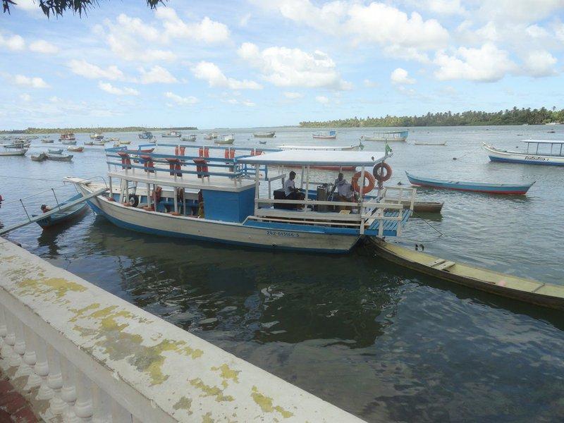 O governo de Alagoas vai assinar uma instrução normativa para reduzir o ICMS do óleo diesel utilizado em embarcações; serão beneficiados os pescadores que estiverem cadastrados no Ministério de Pesca e Agricultura; eles também terão descontos na bomba do combustível, diretamente com a distribuidora, com uma redução de 17% no valor do ICMS, o que representará uma economia de cinquenta centavos por litro