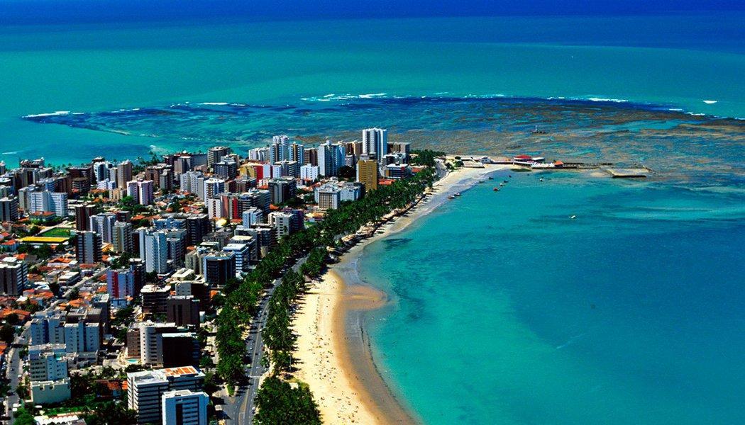 Em 2016, Maceió novamente apareceu no topo do ranking de vendas das maiores operadoras de turismo do Brasil; capital alagoana foi o segundo destino mais vendido do País, tendo obtido um crescimento de 15% em relação a 2015, e o primeiro lugar em faturamento; o primeiro lugar de vendas ficou com Porto Seguro, na Bahia