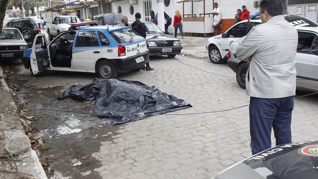 Balanço divulgado pelo Instituto de Segurança Pública (ISP) apontou um aumento de 17,2% no número de homicídios em janeiro no estado do Rio, com 476 assassinatos, na comparação com igual período do ano passado (406); de acordo com as estatísticas, roubo a veículos teve alta de 25,3%