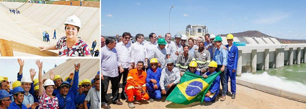 """Em seu site, a presidente deposta pelo golpe, Dilma Rousseff (PT), mostrou números que provam que a Transposição do Rio São Francisco foi bancada e executada pelos governos petistas, ao contrário do que Michel Temer e aliados tentam propagar; """"Ainda sobre o projeto de integração do rio São Francisco, cabe ainda as seguintes observações. Os governos Lula e Dilma empenharam 92,40% e pagaram 87,50% da execução do projeto de integração do São Francisco, antes do Golpe de 2016"""", afirma Dilma no comunicado; em texto publicado anteriormente, Dilma Rousseff já havia criticado os que tentam usurpar a obra dos governos do PT; """"A oposição de outrora comemora como se fosse um feito do governo Temer a chegada da água no sertão, noticiada no final de semana. Mentira"""""""