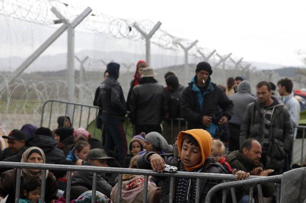 Imigrantes na fronteira da Grécia com a Macedônia. 7/3/2016. REUTERS/Marko Djurica