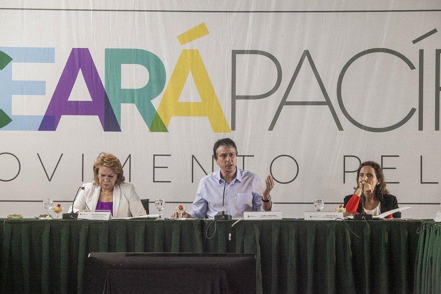 O governador Camilo Santana (PT) adiou para a próxima quinta-feira (9), a reunião de monitoramento do Programa Em Defesa da Vida, marcada para a manhã desta terça-feira (7), quando seriam divulgadosos dados consolidados referentes aos Crimes Violentos Letais e Intencionais (CVLIs),deCrimes Violentos contra o Patrimônio (CVPs) e furtos, referentes ao mês de fevereiro de 2017 no Ceará
