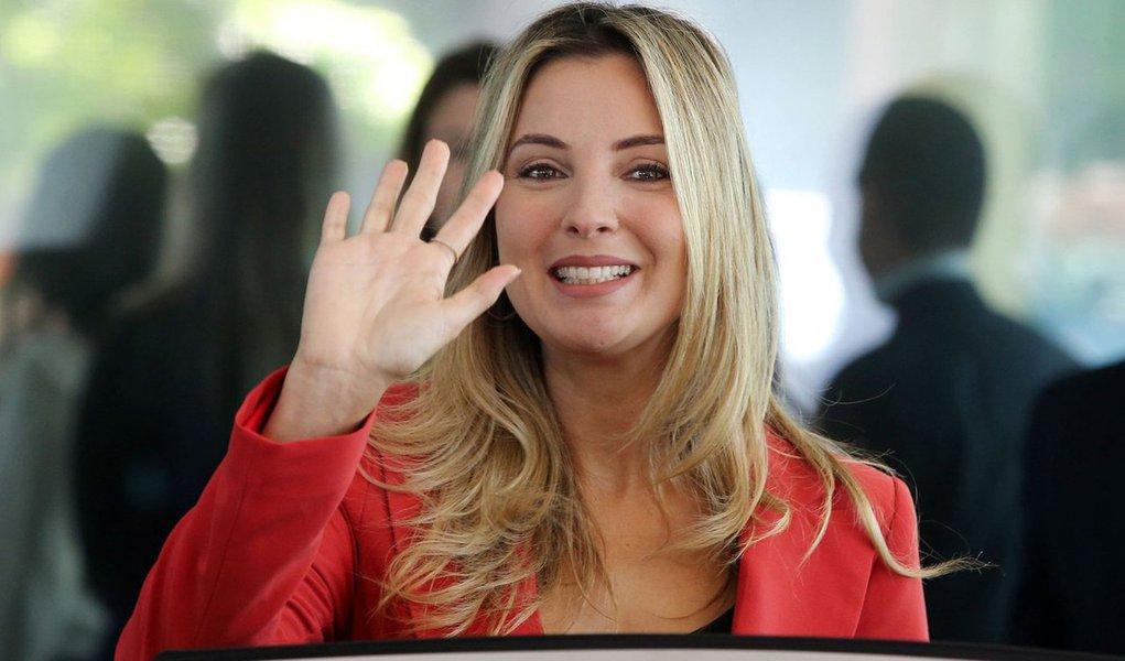 """Em uma entrevista resgatada pela página Mídia Viva, concedida durante a campanha à presidência de 2010, quando Michel Temer concorreu a vice-presidente, Marcela Temer enalteceu a importância do governo Lula e a promessa de que Dilma Rousseff daria continuidade; """"O governo Lula realmente é excelente. Não podemos negar, é um governo maravilhoso. E a Dilma vai dar continuidade, melhorar ainda mais o nosso País"""", disse; assista"""