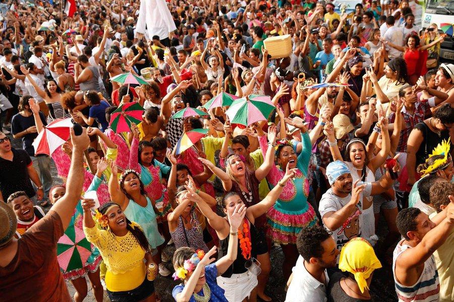 Balanço final do governo de Pernambuco diz que não houve registro de homicídio nos focos de folia da Região Metropolitana de Recife entre 0h de sábado (25/2) e as 23h59 da terça-feira (28/2); os três homicídios ocorridos em focos da folia foram nos municípios de Vitória de Santo Antão (1) e Água Preta (2), 'decorrentes de questões não relativas à festa propriamente dita', segundo o governo