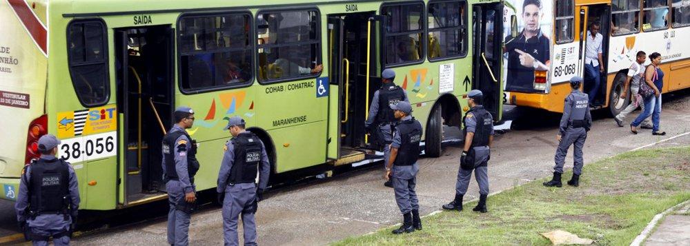 Dezesseis ônibus foram assaltados na Região Metropolitana do Recife entre a manhã dessa segunda-feira (27) e a manhã desta terça-feira (28), segundo contagem feita pela editoria de polícia da Rádio Jornal em parceria com o Sindicato dos Rodoviários; entre os dias 1º de janeiro e 27 de fevereiro, Pernambuco registrou 665 assaltos a ônibus