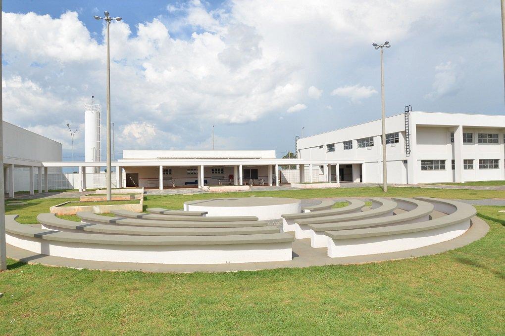 O governador Marconi Perillo inaugura nesta terça-feira o 17º Instituto Tecnológico de Goiás (Itego); instalado em Aparecida de Goiânia, foram investidos mais de R$ 11 milhões na construção desta unidade, com recursos provenientes do Ministério da Educação, por meio do Fundo Nacional de Desenvolvimento da Educação (FNDE), e contrapartida de 15% do Tesouro Estadual, por meio da Secretaria Estadual de Desenvolvimento (SED); nesta nova unidade, que integra a Rede Pública Estadual de Educação Profissional (Rede Itego), serão ofertados cursos técnicos e superiores