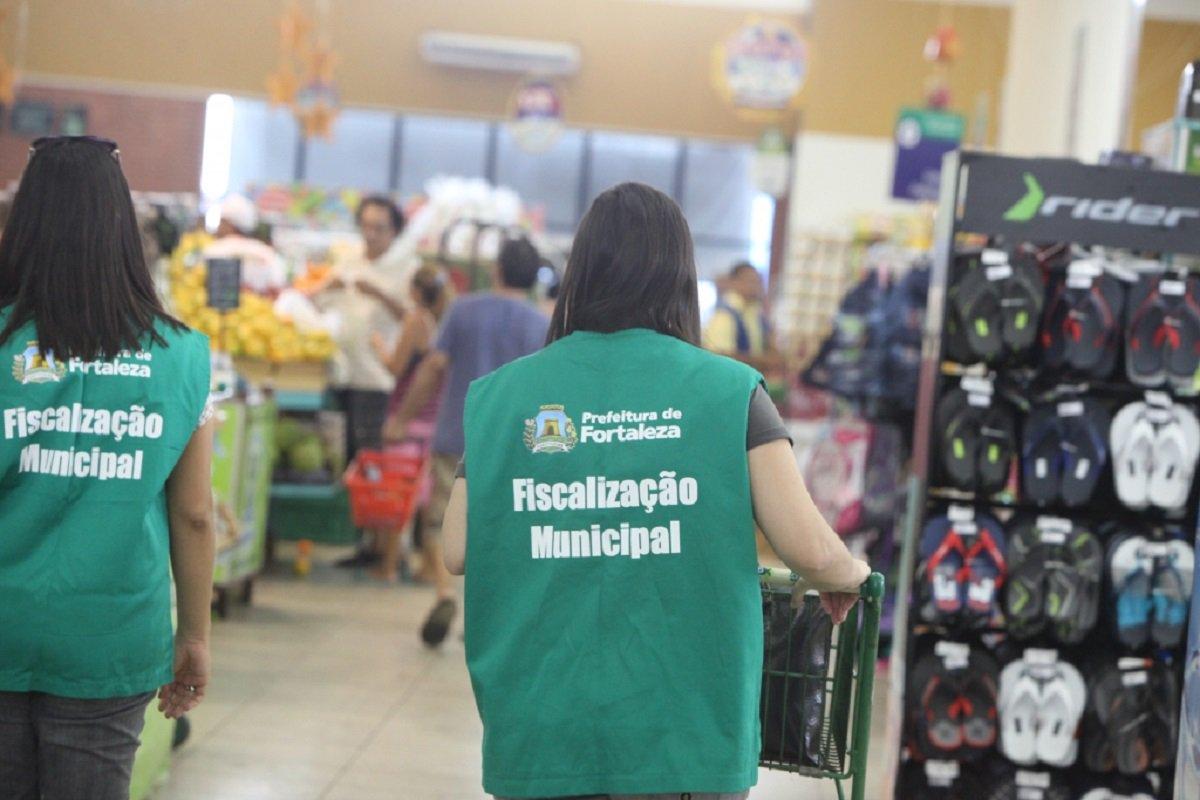 O Procon Fortaleza divulgou, na última quinta-feira (23), a pesquisa mensal de alimentos e produtos, que é realizada mensalmente em supermercados da Capital. A novidade, nesse levantamento, é a inclusão de 19 itens consumidos durante as festas de Carnaval e que são encontrados nos supermercados