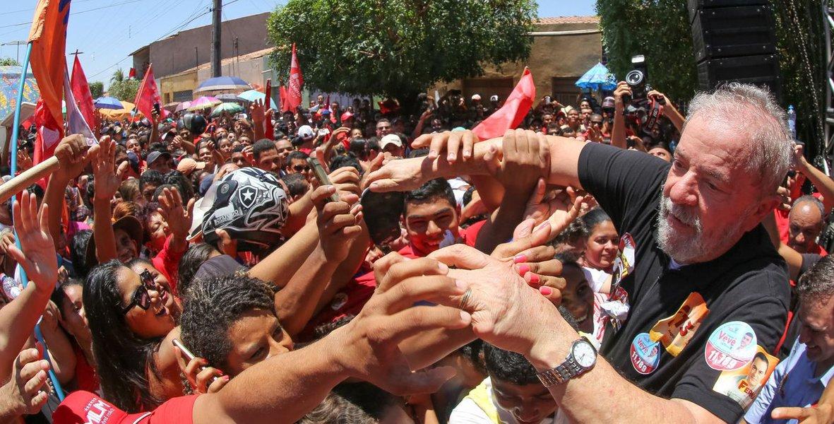 """""""Foi só Lula disparar nas pesquisas para 2018, os tubarões da mídia oligárquica sacaram suas manchetes do submundo da notícia e as estamparam, em letras garrafais, nas capas de jornais e revistas"""", comenta o jornalista Laurez Cerqueira, citando a capa da revista IstoÉ e a denúncia da Folha neste fim de semana; """"Que ódio eles têm de Lula, hein? Agora então, que o governo Temer rola ladeira abaixo na opinião pública, junto com o Congresso, Sérgio Moro e o Supremo Tribunal Federal, e Lula mostra que tem sete fôlegos, como gato, eles se desesperam e apelam"""", diz; para Laurez, com a reforma da previdência e trabalhista, no Congresso, o desgaste vai aumentar e Lula vai disparar ainda mais"""