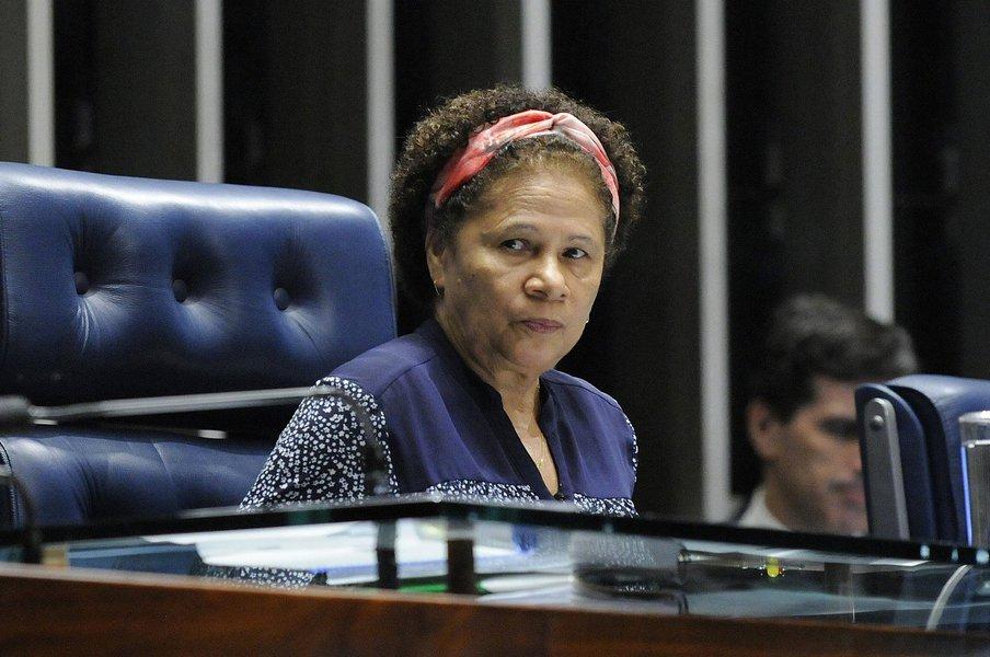 """A senadora Regina Sousa (PT-PI) vai assumir nesta terça-feira (14) a presidência da Comissão de Direitos Humanos e Legislação Participativa (CDH); ela diz que vai lutar pelo fim da cultura do ódio e que vai atuar dando visibilidade aos segmentos sociais marginalizados como negros, indígenas, LGBTs, a população de rua que é tratada como """"invisível""""; dos dez senadores petistas com mandato, quatro são mulheres; além de Regina Sousa,Fátima Bezerra (PT-RN) vai comandar aComissãoDesenvolvimentoRegionaleTurismo(CDR) e Gleisi Hoffmann (PT-PR) foi escolhida líder do PT no Senado"""