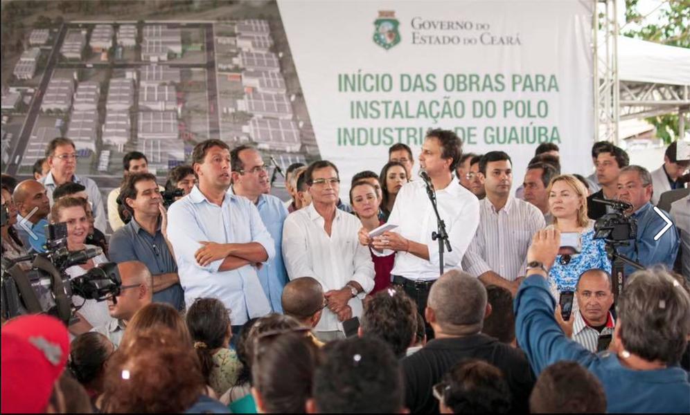 O governador Camilo Santana (PT) assinou, na manhã desta segunda (20), a liberação dos recursos para as obras no Polo Químico Industrialde Guaiúba, na Região Metropolitana. Serão R$ 10,8 milhões para o empreendimento, que envolverá participação de 27 empresas e irá gerar cerca de dois mil empregos diretos na cidade. Na ocasião, foi empossado também o novo secretário do Desenvolvimento Econômico, César Ribeiro