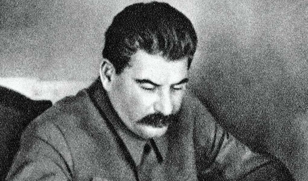 A Revolução de 27 de Fevereiro foi a primeira fase da Revolução Russa de 1917. Os movimentos daquele ano transformaram a Rússia e o mundo, e desde então têm repercutido intensamente também no Brasil; especialista Diego Pautasso comenta