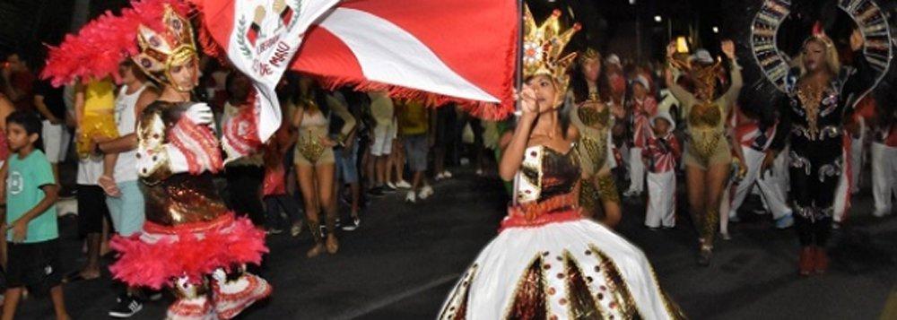 Samba no pé e alegria; foi assim que milhares de foliões acompanharam a apresentação de agremiações da Liga das Escolas de Samba de Alagoas (Lessal); para celebrar os 200 anos de emancipação política, as escolas prepararam um enredo único, contando o folclore e manifestações artísticas do estado
