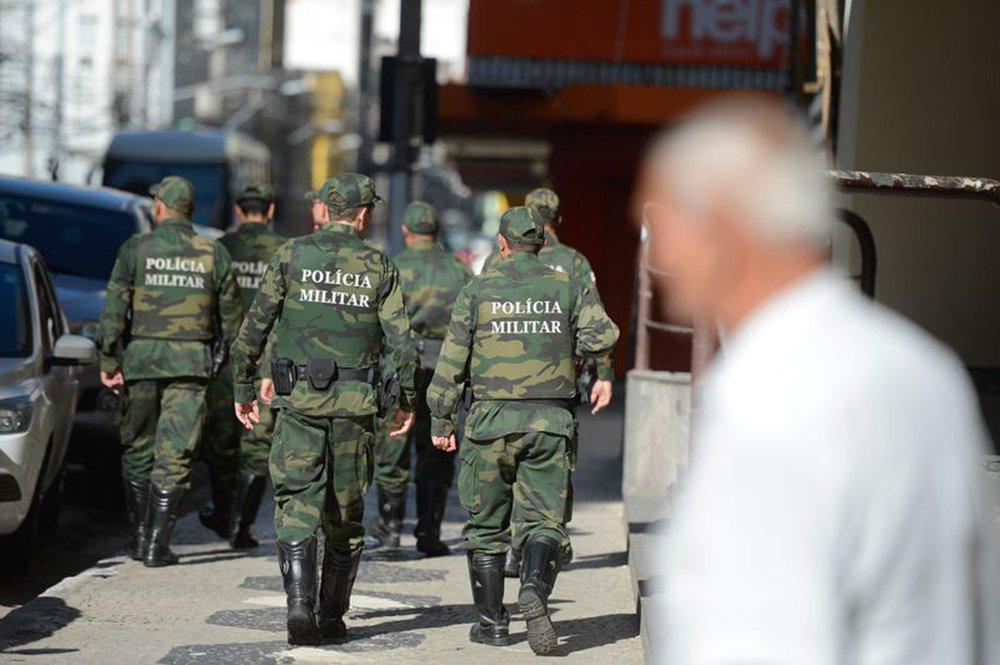 Vitória (ES) - Policiais militares de férias e de folga voltam às ruas em Vitória (Tânia Rêgo/Agência Brasil)