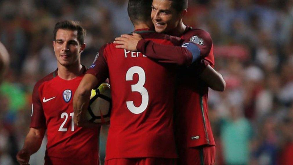 Portugal derrotou a Suíça por 2 x 0 e terminou em primeiro lugar no Grupo B, deixando os suíços em segundo, para disputar uma repescagem; já a França venceu Belarus por 2 x 1, com gols de Antoine Griezmann e Olivier Giroud, para liderar o Grupo A