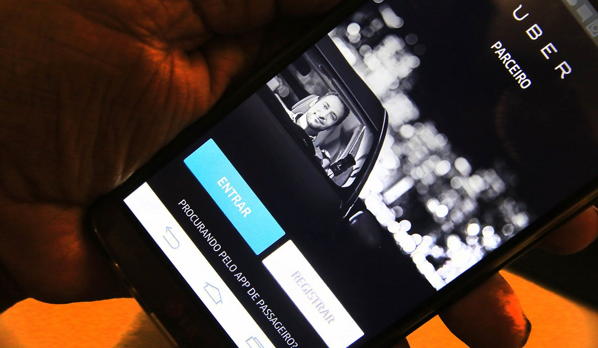 A medida tem como objetivo minimizar o risco de assaltos, uma reclamação constante dos motoristas credenciados pelo aplicativo. Em Salvador, a medida entrou em vigor desde o último dia 27 de fevereiro