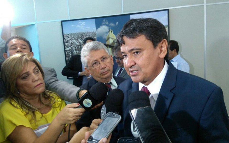 Pesquisa feita pelo Instituto Vox Populi aponta que o governador do Piauí, Wellington Dias (PT), candidato à reeleição, assegura o primeiro lugar, com 52% das intenções de voto, seguido pelo prefeito de Teresina, Firmino Filho (PSDB), com 12%; na terceira posição está o deputado estadual Dr. Pessoa (PSD), com 9%; na simulação de segundo turno, o petista vence com mais de 60% dos votos todos os candidatos; de acordo com a pesquisa, 70% da população de Teresina aprova a maneira como Wellington governa o estado
