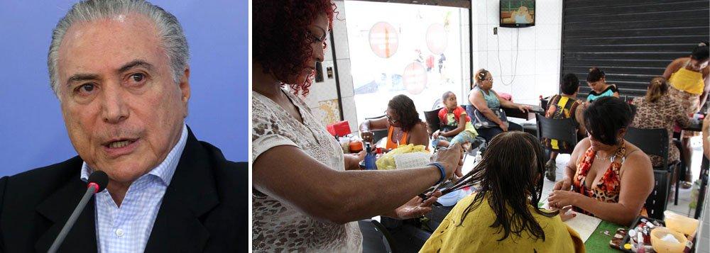"""Atividade do setor de serviços voltou a apresentar contração em maio, com o Índice de Gerentes de Compras (PMI, na sigla em inglês) recuando a 49,2, ante 50,3 em abril, em um cenário econômico mais difícil e com a demanda contida; """"É decepcionante ver o setor de serviços do Brasil de volta ao vermelho em maio, depois de ter mostrado sinais de melhora da sua pior recessão em abril"""", disse Pollyanna De Lima, economista da IHS Markit e autora do relatório"""
