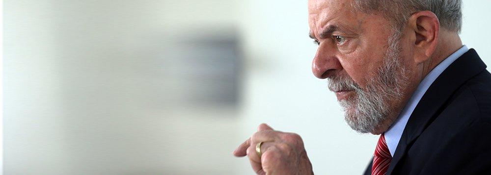 O ex-presidente brasileiro Luiz Inácio Lula da Silva concede entrevista à Reuters na cidade de Penedo, no Alagoas 23/08/2017 REUTERS/Paulo Whitaker