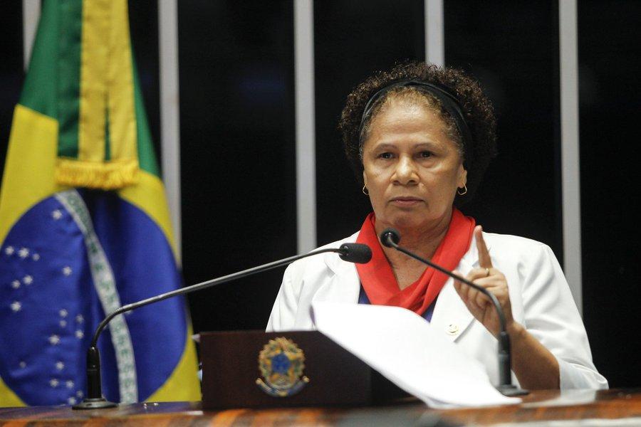 """Senadora Regina Sousa (PT-PI) estará percorrendo seis municípios da região sudeste do Piauí; irá falar sobre as principais mudanças na vida do trabalhador propostas pela reforma da Previdência em tramitação no Congresso; segundo a parlamentar, a PEC é o enterro dos trabalhadores pobres do Brasil, """"porque os ricos têm suas previdências privadas""""; e acrescenta que a mudança afetará mais os pequenos municípios, que têm grande parte de sua economia dinamizada pelas aposentadorias rurais e benefícios sociais"""