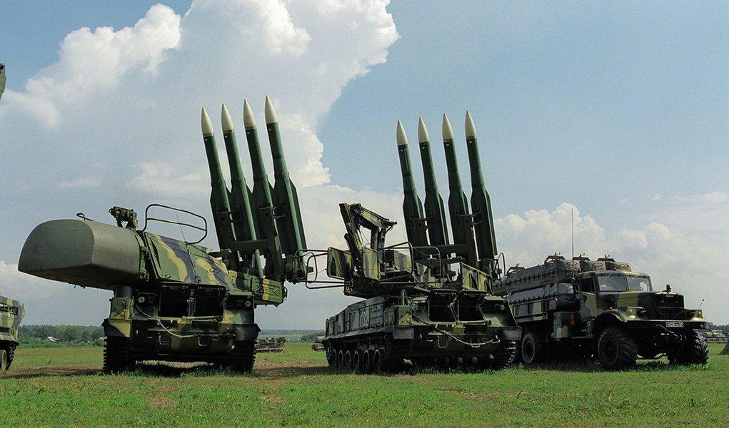 """A Rússia pode fornecer à Síria os sistemas antiaéreos que esta necessita de forma prioritária se tal acordo for alcançado, afirmou à Sputnik o presidente do Comitê da Defesa e Segurança do Conselho da Federação russo, Viktor Ozerov;""""A quantidade necessária [de sistemas antiaéreos] pode ser fornecida de forma prioritária, isto não vai significar uma sobrecarga adicional para a indústria de defesa"""", disse Ozerov"""
