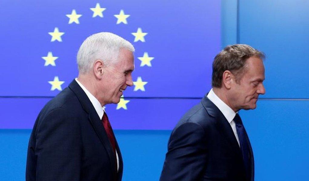 """Vice-presidente dos Estados Unidos, Mike Pence, disse a autoridades de alto escalão da União Europeia nesta segunda-feira que o governo do presidente dos EUA, Donald Trump, está buscando maneiras de """"aprofundar nossas relações"""" com a UE; Trump alarmou os líderes da UE ao apoiar a decisão britânica de deixar o bloco e ao sugerir no mês passado que outros países fariam o mesmo; Pence passou o fim de semana na Alemanha buscando assegurar os europeus que Trump está comprometido com a Otan, mas não conseguiu convencer a todos"""
