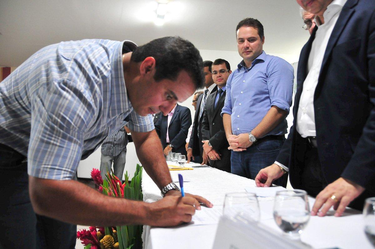 08-03-2016 Assinatura de para contrata��o de Bolsista para EMATER- NC