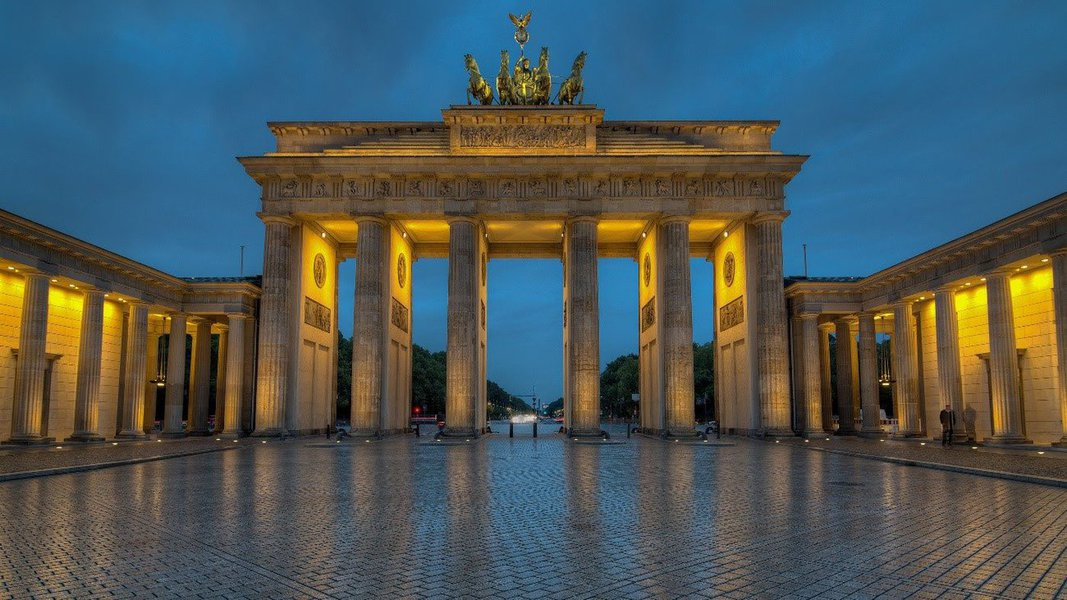 Uma das principais cidades da Europa, Berlim atrai viajantes do mundo todo pelo seu baixo custo em passagens aéreas e hospedagem em seus quase 800 hotéis; pode parecer pouco, mas 5 dias em Berlim são suficientes para conhecer vários pontos turísticos, pois eles estão próximos uns dos outros; confira cinco dicas sobre a capital alemã