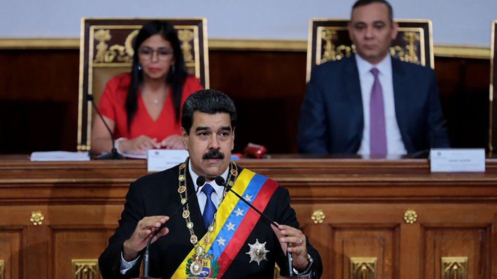 """Durante sessão especial da Assembleia Nacional Constituinte, opresidente da Venezuela Nicolas Maduro anunciou medidas que terão impactos imediatos na economia do país; Maduro apresentou uma lei que vai taxar grandes fortunas e investigar casos de enriquecimento ilícito no país. """"Vamos investigar o surgimento de grande fortunas construídas durante o período da guerra econômica que vivemos há quatro anos"""", destacou;Maduro também fez anúncios que começam a vigorar já nessa sexta-feira (8), como o reajuste do salário mínimo no valor de 40%; aumento também será repassado a todas as categorias do funcionalismo público"""
