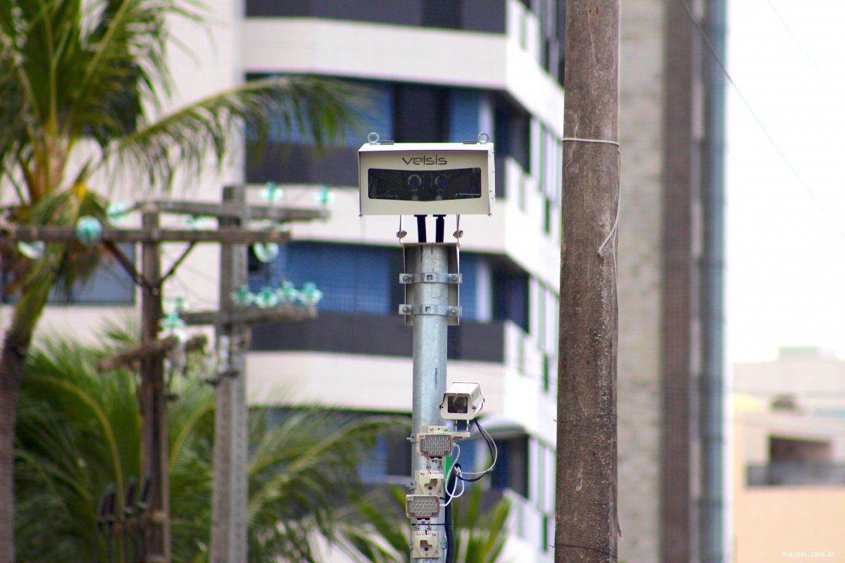 A partir desta segunda-feira (20) começam a funcionar os cinco novos pontos de fiscalização eletrônica instalados em vias públicas de Maceió; a velocidade máxima permitida é de 60 km/h, nos seguintes locais; objetivo é diminuir os índices de acidentes