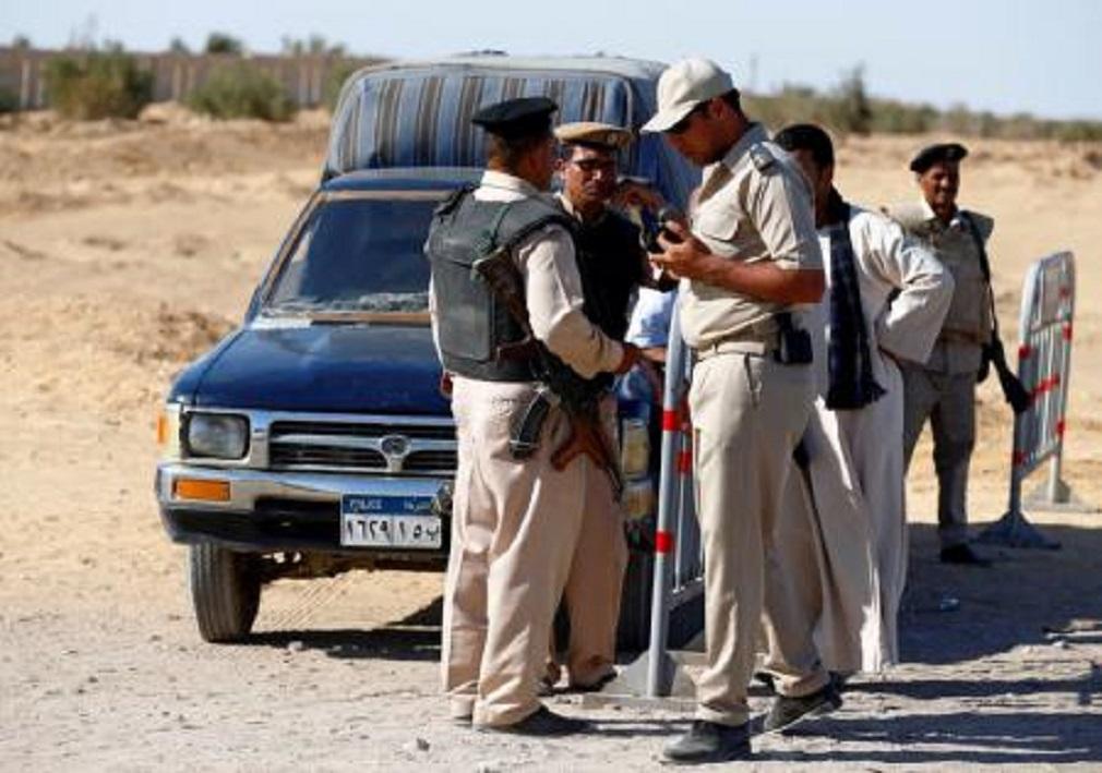 Guardas de segurança em local de ataque que deixou ao menos 26 mortos em Minya, no Egito. 26/05/2017 REUTERS/Mohamed Abd El Ghany