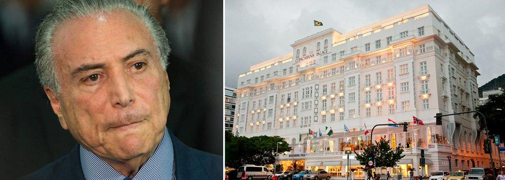 O hotel mais luxuoso do Brasil, o Copacabana Palace, demitiu 170 funcionários; corte é reflexo da depressão econômica e do caos do Rio de Janeiro, que afetou o fluxo de turistas para a Cidade Maravilhosa