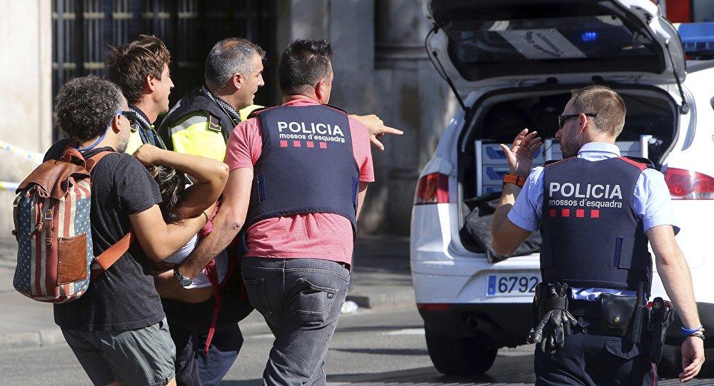 """As forças policiais da Catalunha afirmaram que agentes mataram os responsáveis por um """"ataque terrorista"""" na cidade de Cambrils, ao sul de Barcelona, após uma operação policial; no Twitter, a polícia não informou quantas pessoas morreram em Cambrils; a mídia espanhola disse que a polícia matou ao menos três agressores"""