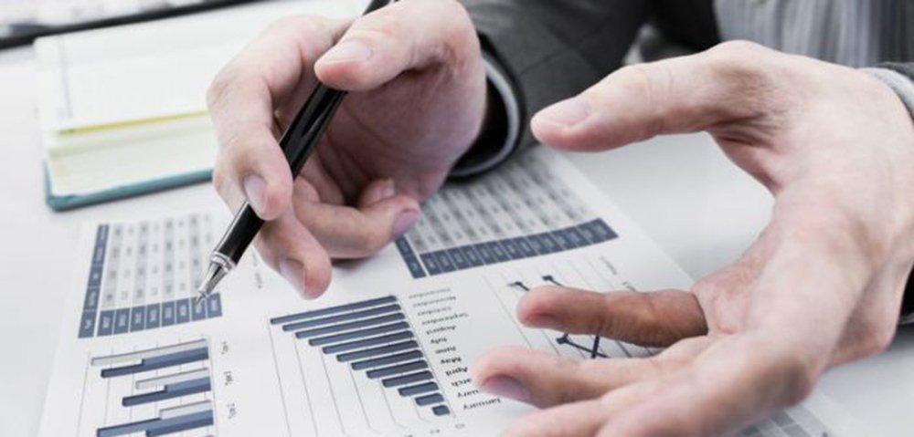 """Um dos indicadores é o Custo de Aquisição de Clientes (CAC) de forma sumária """"é o valor monetário (dinheiro) que você precisa gastar em vendas, canais, marketing e despesas relacionadas (valor médio final) para adquirir um novo cliente""""; outro é oValor da Vida Útil de Clientes (LTV),o valor monetário captado líquido (médio) para o seu negócio durante a vida estimada do relacionamento de sua empresa com o cliente; confira mais dicas de RodrigoQuinalha"""