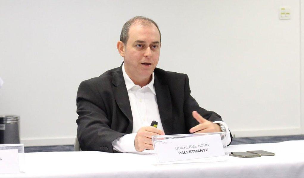 """Diretor de Inovação da Accenture,Guilherme Horn afirmou que existem """"trêsrequisitos importantes para uma grande empresa ser inovadora; """"O primeiro é a governança. Ela precisa ter uma governança voltada para inovação. Por exemplo, precisa definir se a inovação vai ser centralizada, descentralizada ou híbrida""""; confira"""
