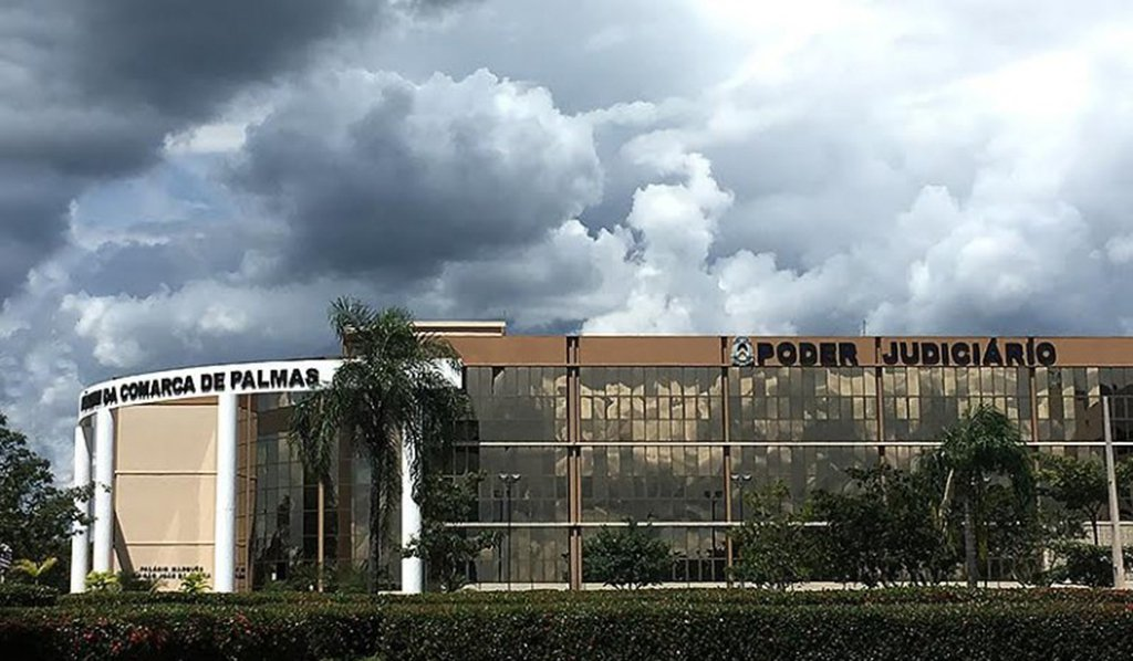 Justiça de Palmas concedeu liminar de reintegração de posse ao Estado do Tocantins, referente aos imóveis públicos do Programa Pró-Moradia e do Programa Prioritário de Investimento - Intervenções em Favelas (PPI), localizados no Setor Jardim Taquari, Quadra T-23; foi fixado o prazo de 15 dias para que os ocupantes das 443 unidades dos programas habitacionais deixem voluntariamente os imóveis