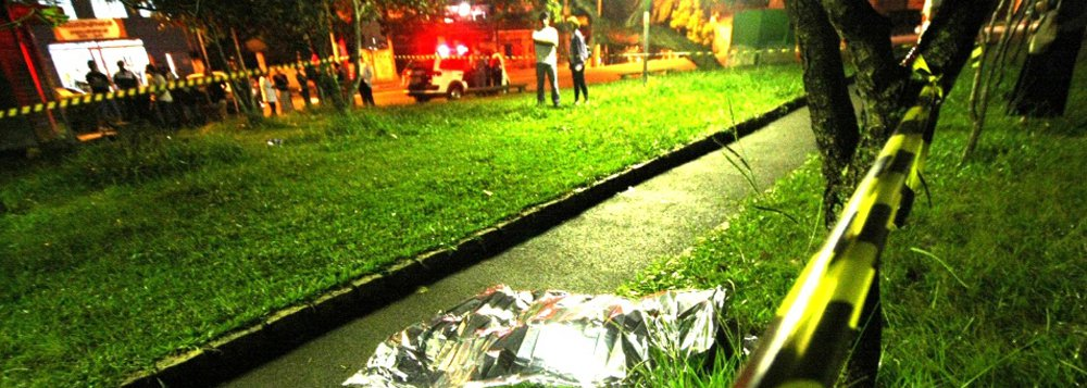 Violência explode no estado; dados da Secretaria de Segurança Pública de São Paulo mostram que os crimes de latrocínio, roubo seguido de morte, passaram de 27 casos em janeiro de 2016 para 39 no mês passado; é o maior número de registros para um mês de janeiro desde 2004; capital registrou 13 ocorrências, ante um total de 9 crimes dessa natureza em janeiro do ano passado;casos de roubo também subiram no último mês. Ao todo, a Polícia Civil registrou 26.469 casos em janeiro, ante 25.640 no mesmo mês do ano passado