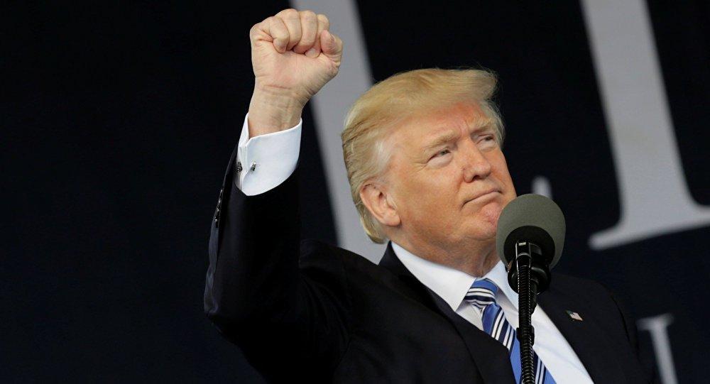 """O presidente dos EUA, Donald Trump, designou a Coreia do Norte como um Estado patrocinador do terrorismo, disse a porta-voz da Casa Branca, Sarah Huckabee Sanders, em um comunicado nesta segunda-feira; """"[Trump] anunciou que os EUA estão novamente designando a Coreia do Norte como um Estado patrocinador do terror"""", disse Sanders em uma mensagem do Twitter"""