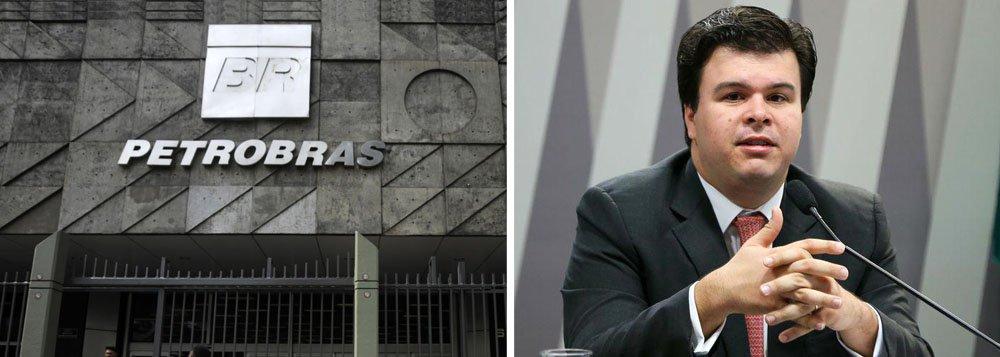 """CVM precisa investigar quem lucrou com a declaração do ministro de Minas e Energia,Fernando Coelho, que em entrevista ao programa Roda Viva, na noite desta segunda-feira 2, falou em privatização da estatal; nesta manhã, porém, ele já recuou e disse que o assuntoestá """"fora de cogitação""""; nesse meio tempo, as ações da petroleira tiveram ganhos de mais de 2% na Bovespa"""