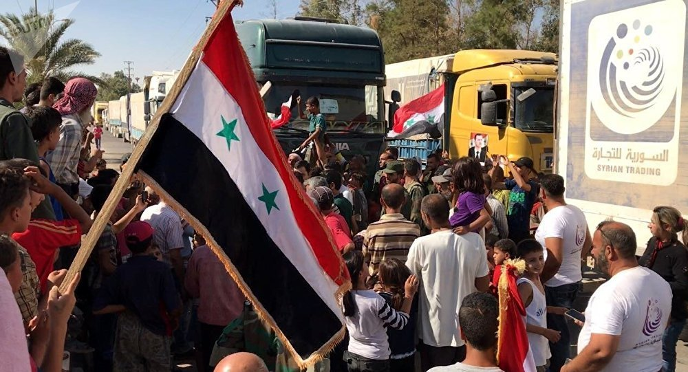 """As tropas sírias, com apoio da Força de Defesa Aeroespacial Russa, infligiram uma dura derrota aos terroristas do Daesh em Deir ez-Zor, informou o ministério da Defesa da Rússia neste sábado; """"As tropa do governo da Síria, com apoio da Força de Defesa Aeroespacial Russa, imprimiram uma derrota esmagadora aos grupamentos do Daesh na área da cidade de Deir ez-Zor, que supera em significado e escala todas as vitórias dos últimos três anos"""", informou o comunicado do ministério da Defesa"""