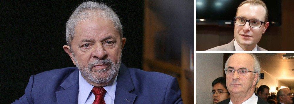 Os advogados do ex-presidente Cristiano Zanin Martins e Roberto Teixeira pediram por meio de habeas corpus a imediata (concessão de liminar) suspensão do processo criminal em que Lula é réu por corrupção e lavagem de dinheiro no caso tríplex do Guarujá, e pelo qual ele prestará depoimento em Curitiba ao juiz Sergio Moro na próxima quarta-feira 10; a defesa alega que não há tempo hábil para analisar o material do processo, que tem 5 mil documentos em estimadas 100 mil páginas, uma vez que a acusação só disponibilizou a mídia nos dias 28/04/2017 e 02/05/2017, mesmo que ela tenha sido solicitada pela defesa desde 10/10/2016