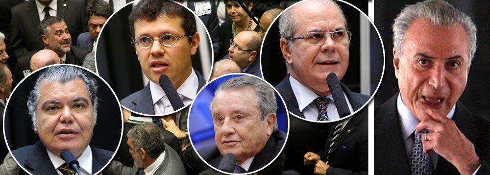 Deputados João Marcelo, Hildo Rocha, ambos do PMDB, Sarney Filho (PV), José Reinaldo (PSB), Juscelino Filho (DEM), Pedro Fernandes (PTB), Aluísio Mendes (PTN), André Fufuca (PP), Cleber Verde (PRB), Junior Marreca (PEN) e Victor Mendes (PSD) votaram a favor do arquivamento da denúncia por corrupção passiva contra Michel Temer, o mais impopular desde a redemocratização; parlamentares votaram contra a sociedade, pois, conforme pesquisa CUT/Vox Populi, 93% dos brasileiros querem que Temer seja investigado