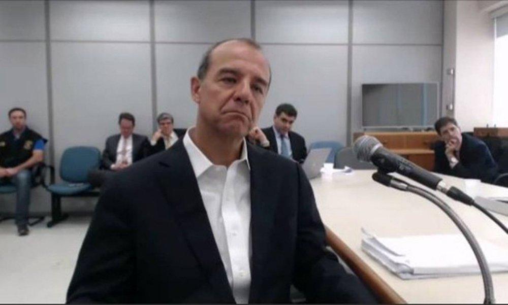 O desembargador Abel Gomes, da Primeira Turma Especializada do Tribunal Regional Federal da 2ª Região (TRF2), negou nesta terça-feira (24) pedido de liminar para impedir a transferência do ex-governador Sérgio Cabral para um presídio federal; transferência foi determinada na segunda-feira (23) pelo juiz Marcelo Bretas, da 7ª Vara Federal Criminal, e o recurso da defesa do ex-governador foi apresentado em seguida; Cabral está preso desde novembro do ano passado no Rio de Janeiro