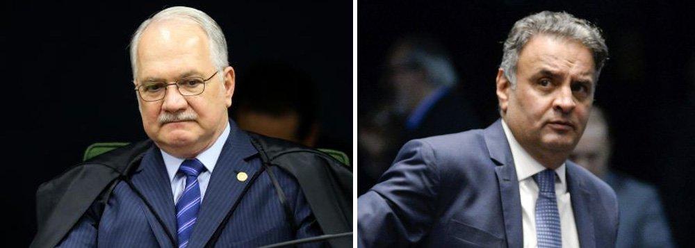 O ministro Edson Fachin deixou a cargo da presidente do STF, ministra Cármen Lúcia, a decisão sobre a redistribuição do pedido feito nesta segunda-feira 2 pelo senador Aécio Neves (PSDB-MG) de suspensão de seu afastamento do mandato;Fachin, um dos cinco ministros da Segunda Turma do STF, foi sorteado relator do pedido de Aécio, que pede a suspensão de seu afastamento; poucas horas após o sorteio, porém, a defesa do tucano pediu que o mandado de segurança fosse redistribuído na corte