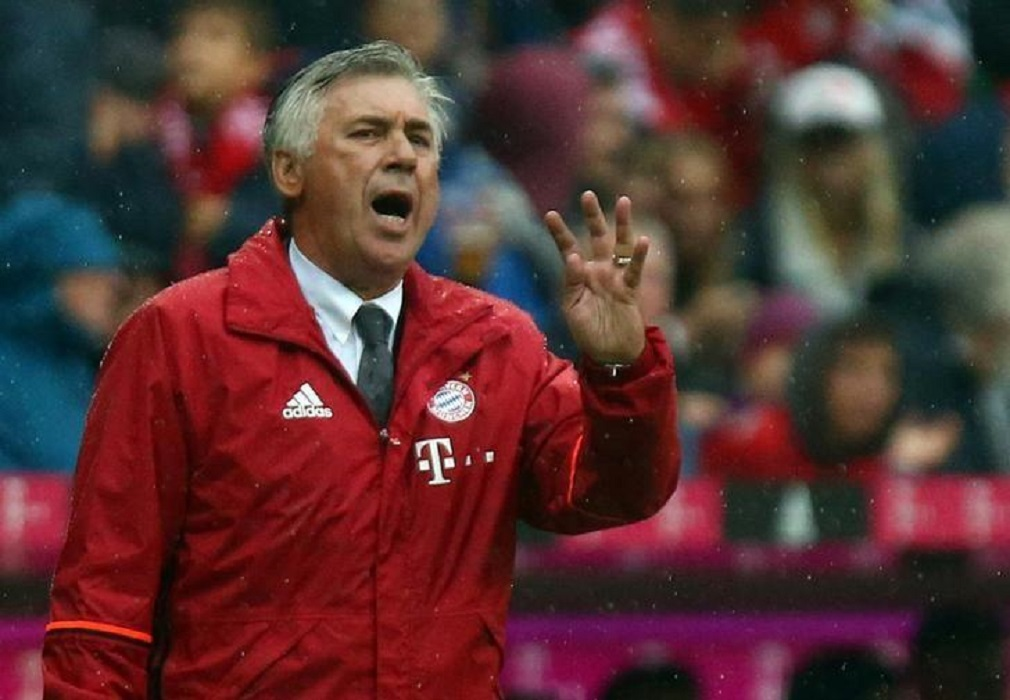 Football Soccer - Bayern Munich v FC Ingolstadt 04 - German Bundesliga - Allianz-Arena, Munich, Germany - 17/09/16 Bayern Munich's coach Carlo Ancelotti reacts. REUTERS/Michael Dalder